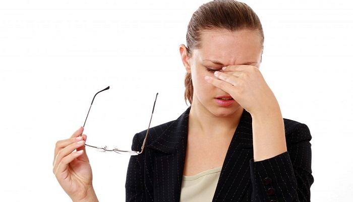 Болит глаз при моргании