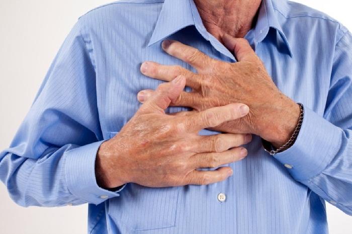 Болит в груди в центре