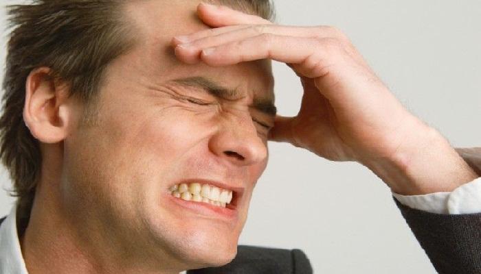 Почему болит лобная часть головы