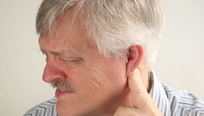Болит за ухом