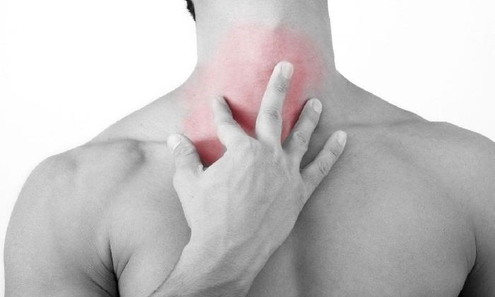 Боль в передней части шеи