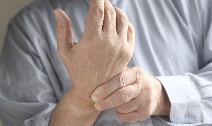 Болит в запястье руки
