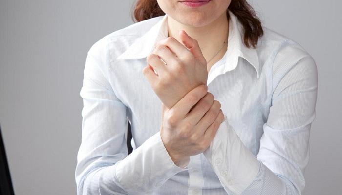 Болит рука в запястье