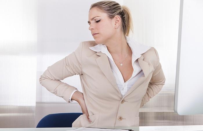 Боль в правом боку со спины на уровне талии в области поясницы причины