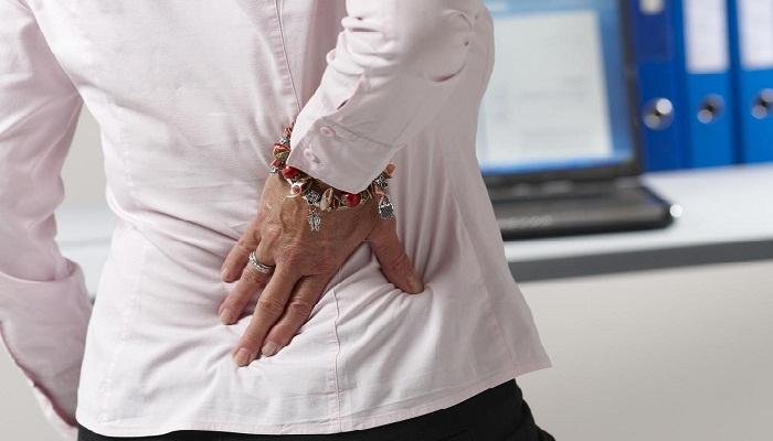 Болит правый бок со спины