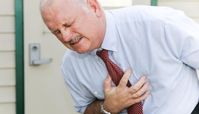 Болит кость в области грудной клетки посередине причины у женщин и мужчин