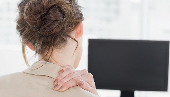 Боль в шее с правой стороны – почему болит, причины