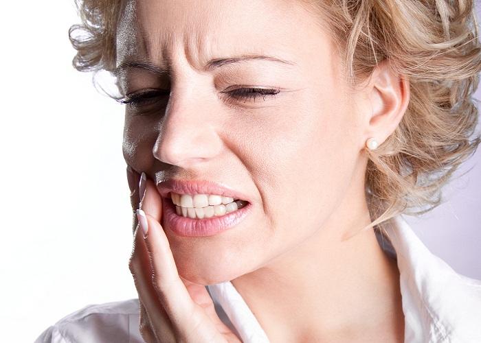 Болит уголок рта